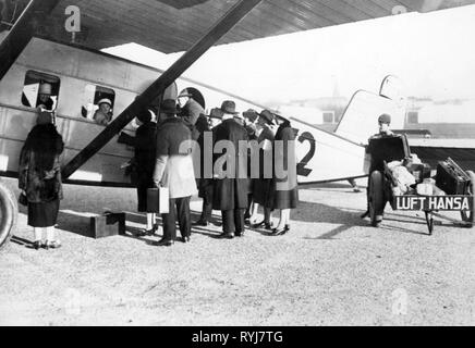 transport / transportation, aviation, aircraft, Dornier Merkur III of the German Lufthansa, passenger boarding and saying goodbye of acquaintances and relatives, Germany, circa 1930, Additional-Rights-Clearance-Info-Not-Available - Stock Photo