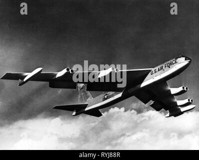 aeroplane, military, USA, Air Force, Strategic Air Command, nuclear bomber Boeing B-52 'Stratofortress' in the air, 1950s, Additional-Rights-Clearance-Info-Not-Available - Stock Photo