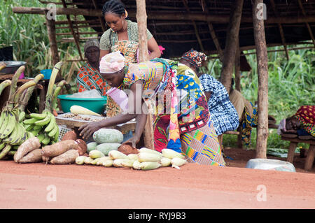 Akoupé, ivory coast –august 20, 2015: sellers of food products display their wares at roadside for sale - Stock Photo