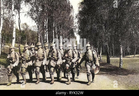 Marching, Group portraits with 10 people, Betula in Dresden, 12. Königlich Sächsisches Infanterie-Regiment Nr. 177, Military drums, 1914, Dresden, Infanterie auf dem Marsch, Germany - Stock Photo