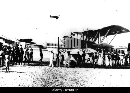 transport / transportation, aviation, airfield, Lod (Lydda), Israel, aircraft Handley Page HP 42 of the Imperial Airways, 21.4.1939, Additional-Rights-Clearance-Info-Not-Available - Stock Photo