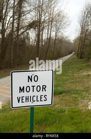 No motor vehicles sign at Greenlink bike and hiking trail, Greenville, South Carolina, USA. - Stock Photo