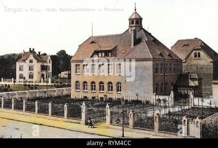 Rectories in Saxony, Buildings in Torgau, 1908, Landkreis Nordsachsen, Torgau, Katholisches Pfarrhaus mit Kommunikanten, Anstalt, Germany - Stock Photo