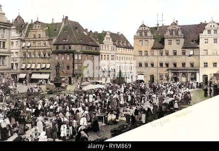Markets in Saxony, Water wells in Saxony, Market squares in Landkreis Nordsachsen, Markt (Torgau), 1903, Landkreis Nordsachsen, Torgau, Marktplatz mit Menschen, Germany - Stock Photo