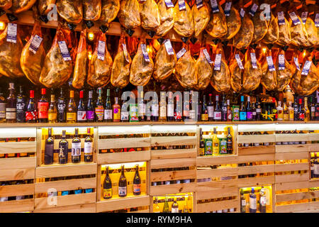Valencia Market, Valencia mercado central products, vinos, liqueurs and jamon serrano, Spain - Stock Photo