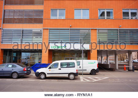 Poznan, Poland - March 8, 2019: Parked cars in front of a Luxmed medical office in the Globis building on the Slowackiego street in the city center. - Stock Photo