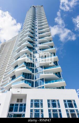 Miami Florida Paramount Bay Arquitectonica building high rise new under construction condominium real estate asymmetrical balcon - Stock Photo