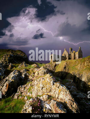 GB - SCOTLAND: Dunskey Castle in Dumfries & Galloway - Stock Photo