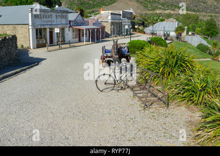 CROMWELL NEW ZEALAND - OCTOBER 21 2019; Cromwell New Zealand Heritage Precinct old gravel road in front of historic shop facades  old cycle rack and h - Stock Photo