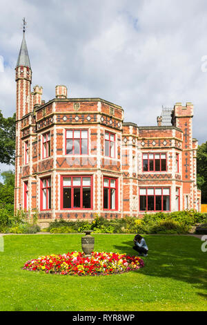 Formal gardens at the front of at Saltwell Towers in Saltwell Park, Gateshead, Tyne and Wear. - Stock Photo