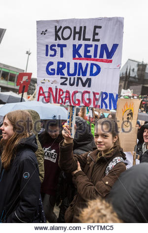 Cologne, Germany. 15th Mar, 2019. Thousands of pupils take part in the FridaysforFuture movement on Mar 15, 2019 in Cologne, Germany, protesting against climate change and environment pollution Credit: Bernd Lauter/Alamy Live News - Stock Photo