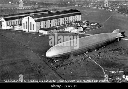 transport / transportation, aviation, airship, zeppelin, LZ 127 'Graf Zeppelin' of the DELAG, landing in Friedrichshafen, picture postcard, circa 1930, Additional-Rights-Clearance-Info-Not-Available - Stock Photo