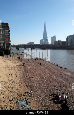 Vertical view of River Thames at low tide, Southwark Bridge, Shard building, people mudlarking near Queenhithe in London EC4 England UK  KATHY DEWITT - Stock Photo