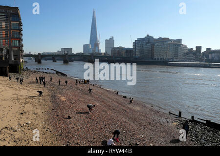 View of River Thames at low tide, Shard building, people mudlarking near Queenhithe and Southwark Bridge in London EC4 England UK  KATHY DEWITT - Stock Photo