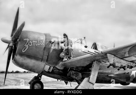 Personal photographs and memorabilia of fighting Americans during the Second World War. P-47 Thunderbolt fighter ground crew and nose art. - Stock Photo