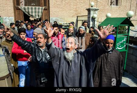 March 15, 2019 - Srinagar, J&K, India - Supporters of top Kashmiri separatist leader Mirwaiz Umar Farooq shout pro-freedom slogans during the protest in Srinagar, Kashmir. Protests erupted in old city of Srinagar soon after congregational Friday prayers against NIA's summon to Kashmir's chief cleric and world renowned religious scholar Mirwaiz Umar Farooq for questioning in its ongoing probe into the terror funding case. Credit: Saqib Majeed/SOPA Images/ZUMA Wire/Alamy Live News - Stock Photo