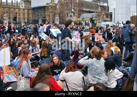 London, UK. 15th Mar 2019. 2nd UK-wide Youth Strike for Climate brings Parliament Square and Westminster Bridge to a standstill after protesters block traffic into two main routes into the area. Credit: Knelstrom Ltd/Alamy Live News - Stock Photo