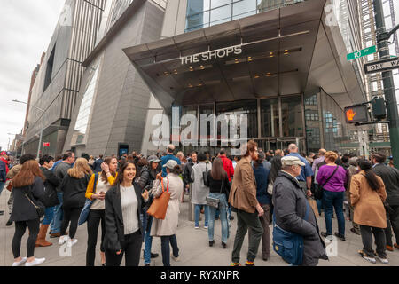 New York, USA. 15th Mar, 2019. Visitors clammer to enter the Hudson Yards mall on the West Side of Manhattan on its grand opening day, Friday, March 15, 2019. Retailers, including the Neiman Marcus department store, opened their shops in the development which was built on a platform over the West Side railroad yards. Office, residential, public space and retail space comprise the first phase in what is arguably the most expensive construction project ever built in the U.S.   (© Richard B. Levine) Credit: Richard Levine/Alamy Live News - Stock Photo