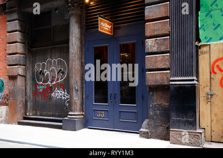 Au Cheval, 33 Cortlandt Alley, New York, NY. exterior storefront of a restaurant in the SoHo neighborhood of Manhattan. - Stock Photo