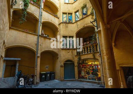 traboule in vieux Lyon - Stock Photo