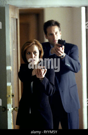 GILLIAN ANDERSON, DAVID DUCHOVNY, THE X FILES, 1993 - Stock Photo