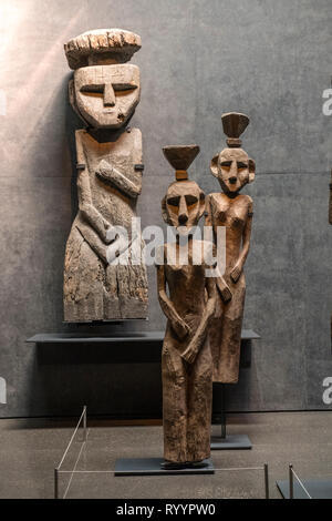 A display of Chemamulles, or large wooden Mapuche funerary statues, in the Sala Chile antes de ser Chile (Chile before Chile Hall), in the Museo Chile - Stock Photo