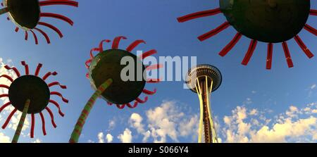 Space Needle & Sonic Bloom sculpture by Dan Corson, Seattle Center, Seattle, Washington - Stock Photo
