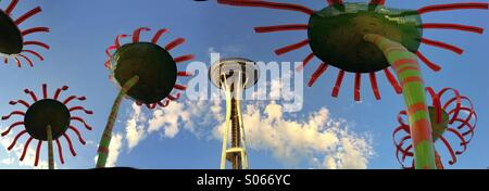 Space Needle & Sonic Bloom sculpture by Dan Corson, Seattle Center, Seattle - Stock Photo