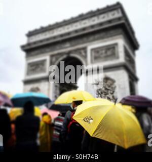 A sea of umbrellas for the final stage of the 2015 Tour de France, next to the Arc de Triomphe, Paris. - Stock Photo