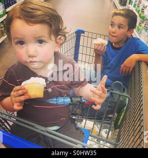 Grocery shopping the easy way with kids.... Cupcakes!!! - Stock Photo