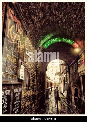 The Kings head yard is a tranquil little alley way off the busy Main Street in Southwark. It includes the pub if - Stock Photo