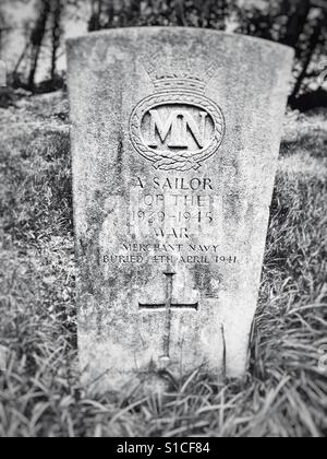 Grave of an unknown Merchant Seaman of the 1939-1945 war, Bawdsey, Suffolk, UK. - Stock Photo