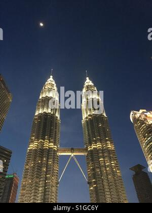 The Petronas Twin Towers at night, Kuala Lumpur - Stock Photo