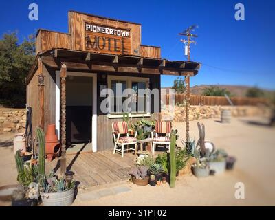 Motel reception office in Pioneertown, California. - Stock Photo