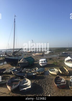 Low tide with blue sky and boats in Leigh-on-Sea, Essex - Stock Photo