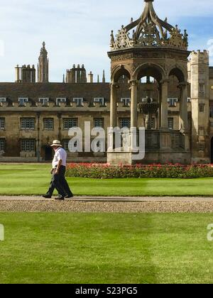 Summer in Trinity College Cambridge Great Court, beside the fountain - Stock Photo