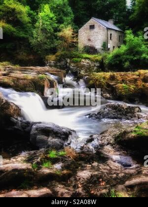 Cenarth falls and the old mill, River Teifi, Cenarth, Ceredigion, West Wales. - Stock Photo