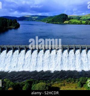 Lake Vyrnwy dam in full flood - Stock Photo