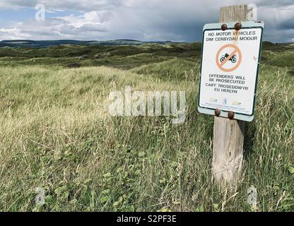 No motor vehicles sign In Kenfig National Nature Reserve South Wales - Stock Photo