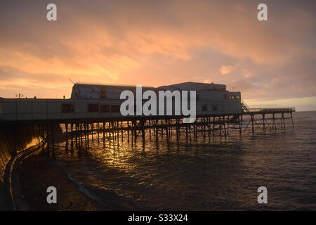 Aberystwyth, Ceredigion,West Wales, UK. Friday 6th March 2020. UK Weather: A glorious sunset fills the skies ©️Rose Voon/Alamy Live News - Stock Photo