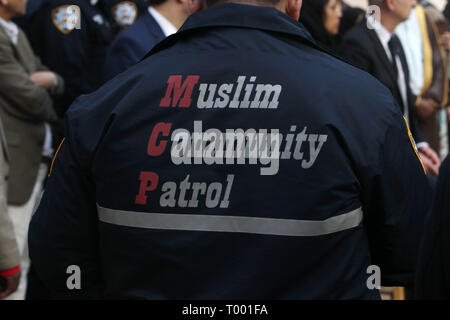 New York, New York, USA. 15th Mar, 2019. New York City Mayor Bill De Blasio, along with members of the Muslim community stand in unity against violence and terrorist attacks during press conference which denounced all forms of violence and directed toward religious communities in the aftermath of attacks which took place in Christchurch, New Zealand, a day earlier. Press conference held on March 15, 2019 at the Islamic Cultural Center of New York in New York City. Credit: Mpi43/Media Punch/Alamy Live News - Stock Photo