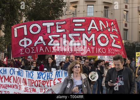 Athens, Greece. 16th Mar, 2019. A banner reads, ''Never again fascism'', as locals, migrants and refugees hold placards and shout slogans against racism and closed borders. Leftist and anti-racist organizations staged a rally on the occasion of the International Day against racism to demonstrate against discrimination and racist policies and behaviours. Credit: Nikolas Georgiou/ZUMA Wire/Alamy Live News - Stock Photo