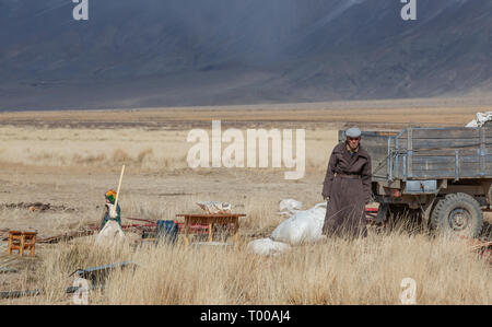 bayan Ulgii, Mongolia, 29th September 2015: mongolian kazakh nomad people packing their yurt into a car to make a move to more sheltered place for win - Stock Photo