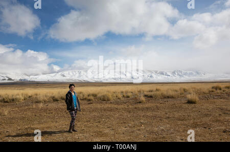 Bayan Olgii, Mongolia, 29th September 2015: Mongoilian kazakh nomad  woman  in the landscape of Western Mongolia - Stock Photo
