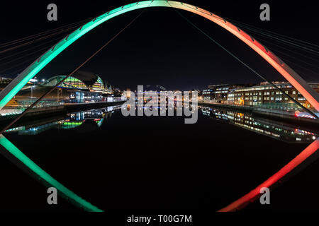 River Tyne between Newcastle Gateshead spanned by the Tyne Bridge and Millennium Bridge showing the city lights at night. - Stock Photo
