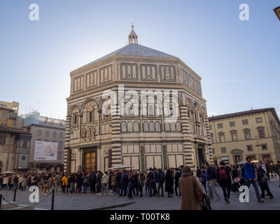 14-16 February 2019 Tourists stand in long lines to access the most interesting monuments - Stock Photo