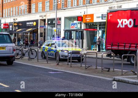 Metropolitan Police vehicle. High Street Kensington, Kensington, London - Stock Photo