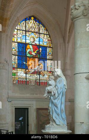 Frankreich,  Champagne-Ardenne, Haute-Marne, Montier-en-Der, Droyes, Kirche Notre Dame, Kirchenfenster - Stock Photo