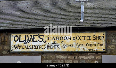 Olive's closed cafe in Amble Amble is a small town on the north east coast of Northumberland in North East England. Closed business, Cw 6657 - Stock Photo