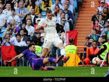 Madrid, Spain. 16th Mar, 2019. Real Madrid's Gareth Bale (R) vies with Celta's David Costas during a Spanish league match between Real Madrid and Celta de Vigo in Madrid, Spain, on March 16, 2019. Real Madrid won 2-0. Credit: Edward F. Peters/Xinhua/Alamy Live News - Stock Photo